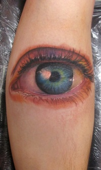 Eye tattoo on leg